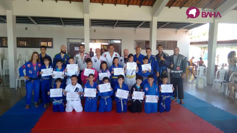 Jiu - jitsu: graduação infantil e de adultos da Academia Aranha Figth Team Assad