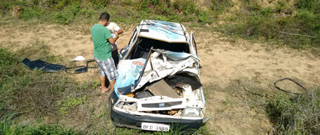 Carro da produtora Brilho Capota próximo a Itaguarana, trecho entre Tanhaçu/Ituaçu