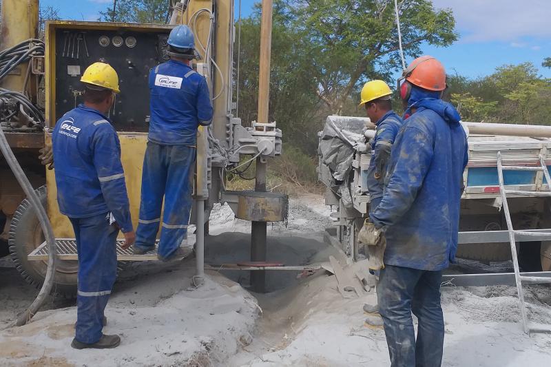 Com vasão de aproximadamente 5.000lt/h, poço artesiano é aberto na comunidade da Cancela