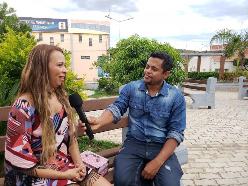 Artista brumadense com destaque internacional fala de sua trajetória; veja o vídeo com a reportagem especial