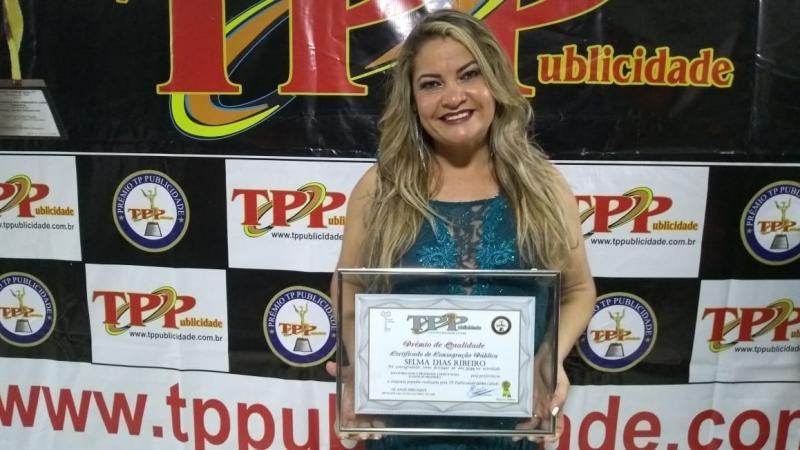 Brumado: Em cerimônia que consagrou os destaques do ano, Selma Ribeiro recebe pela segunda vez o prêmio de Simpatia Popular