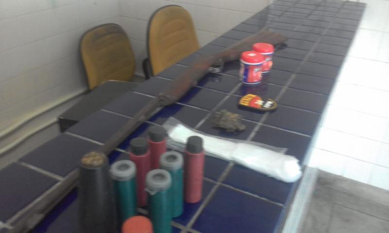 Ação da Polícia Militar apreende drogas e arma artesanal na zona rural de Brumado