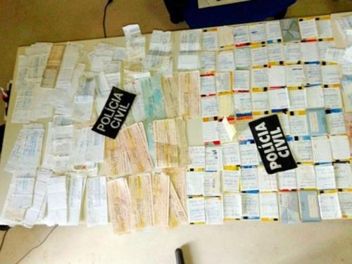 Casal é preso com 172 cartões do Bolsa Família em Amargosa