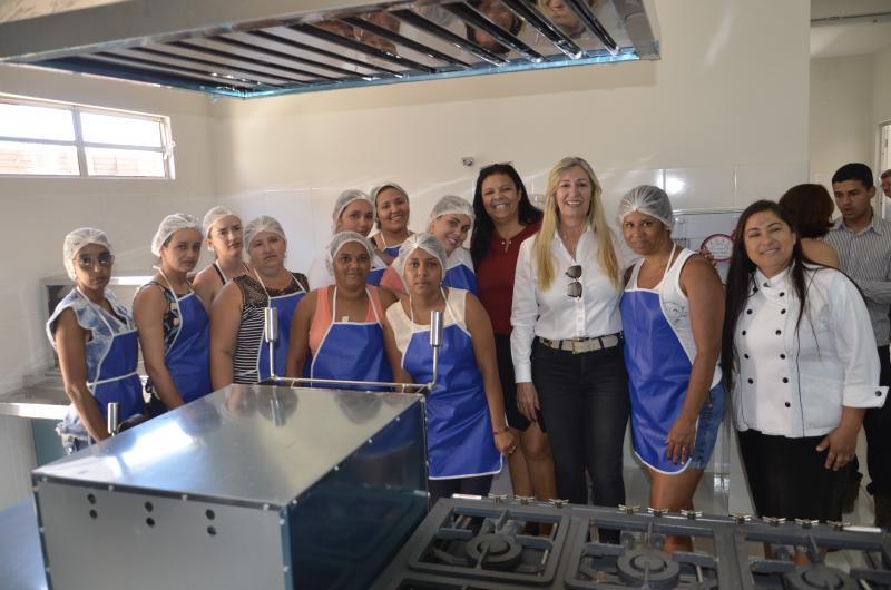 Prefeitura de Malhada de Pedras inaugura Cozinha Comunitária que oferecerá cursos à população