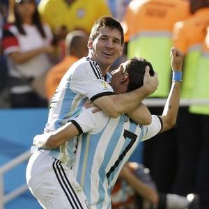 Messi e Di Maria evitam pênaltis e colocam Argentina nas quartas