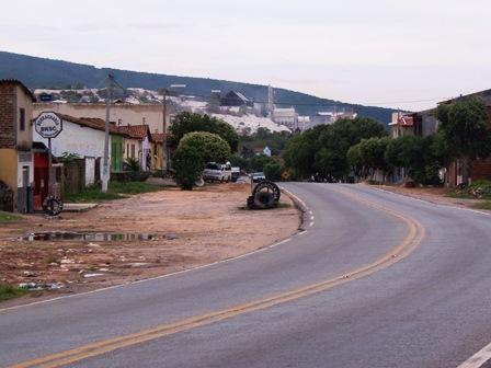 Veiculo é tomado de assalto próximo a Vila Presidente Vargas e duas pessoas feitas reféns