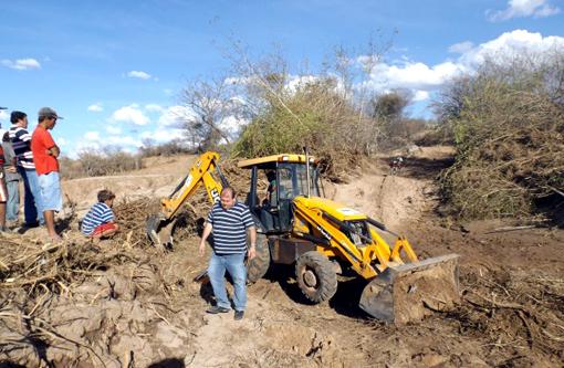 Prefeitura inicia trabalho de recuperação de estradas que foram danificadas por vendaval e Chuva de Granizo