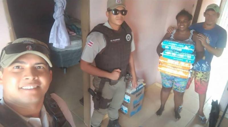 Moradora de Guanambi faz apelo por ajuda e sensibiliza Policiais Militares do 17° BPM