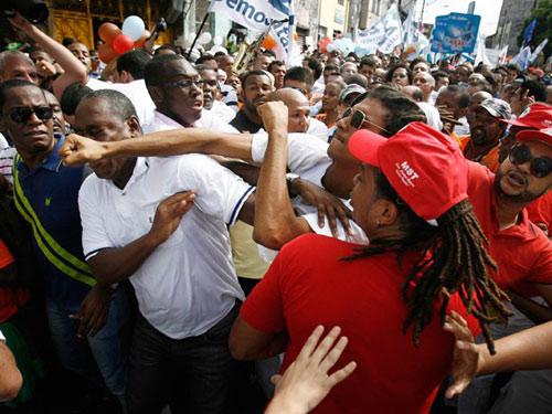 Salvador: Militantes de Rui Costa e Paulo Souto brigam em Salvador, nas comemorações do 2 de Julho