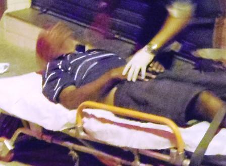 Agredido na cabeça com pedra de paralelepípedo homem desmaia e agressor foge