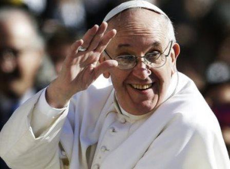 Papa envia questionário sobre união homoafetiva para paróquias