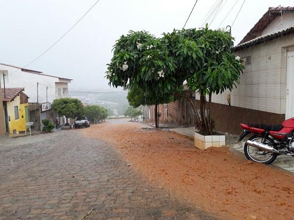 Chove forte em Brumado; confira a previsão do tempo para os próximos dias