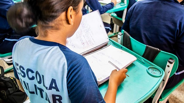 Bahia: Feira de Santana adere ao programa Escolas cívico-militares