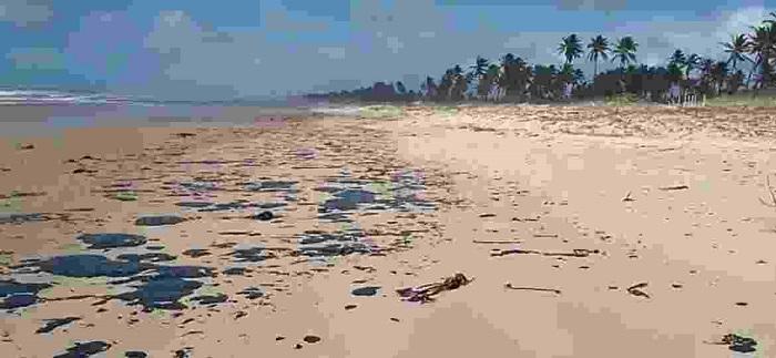 Governo da Bahia prepara decreto de emergência para municípios atingidos por manchas de óleo