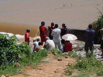 Homem sai para tomar banho em barragem e acaba morrendo afogado