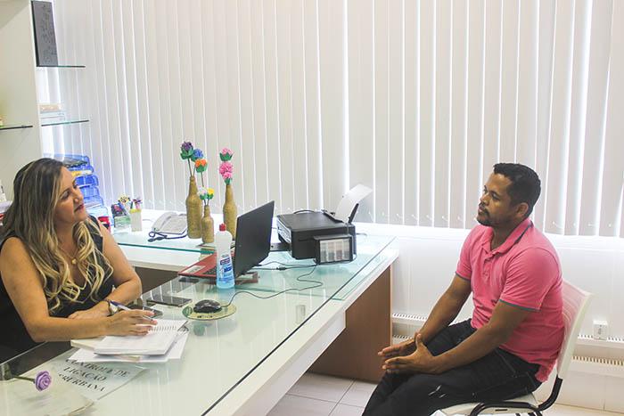 Vídeo: Secretária de Educação e de Desenvolvimento Social de Brumado fala sobre distribuição de cestas básicas, confira a entrevista cedida ao repórter Fabiano Neves