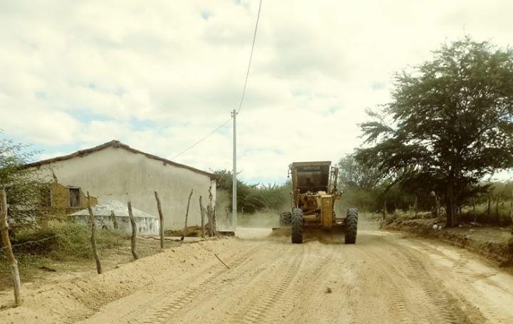 Malhada de Pedras: Prefeitura realiza patrolamento em estradas vicinais