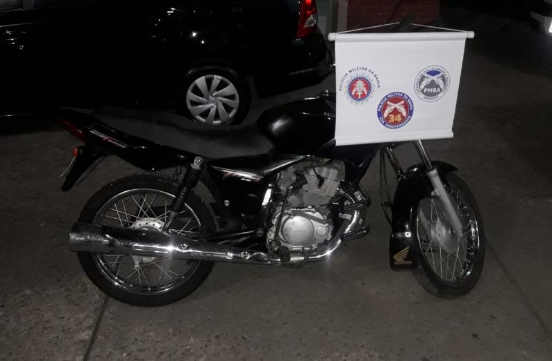 Polícia Militar recupera moto roubada no bairro Esconso, em Brumado