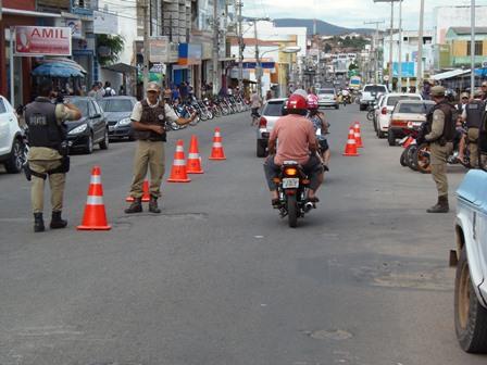 Policia militar realiza blitz no centro da cidade