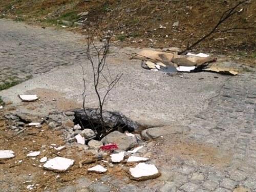 Galeria de esgoto que serve de via de acesso cede e provoca o terceiro acidente no Barro Dr.Juracy
