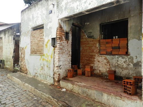 Vereadores se unem em prol da reforma urgente da casa da Srª Valdira