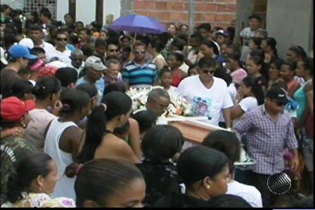 Serra Preta: Multidão vai a enterro de corpo  de garota baleada ao negar sexo