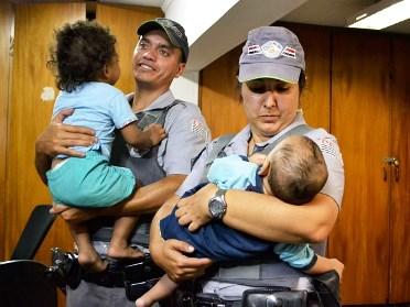 PM encontra bebês abandonados em favela de Santo André, no ABC