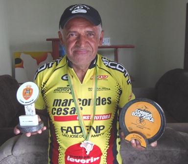 Aos 61 anos brumadense mostra sua paixão pelo ciclismo e conquista troféus