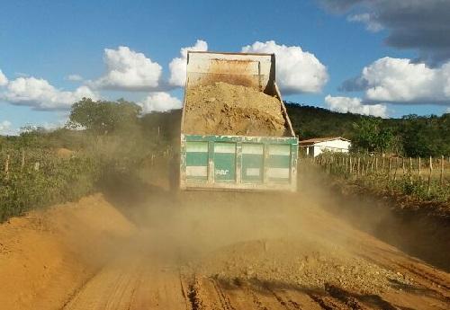 Barra da Estiva: prefeitura inicia obras de recuperação das estradas