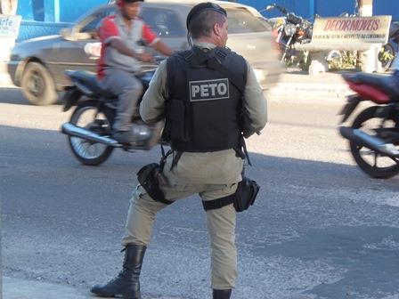 Jovem pula de moto para se livrar de sequestrador