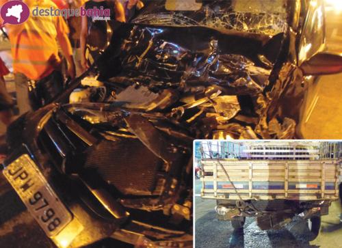 Acidente na Avenida Mourão Guimarães envolvendo dois veiculos