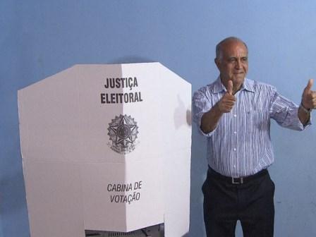 Eleições 2014: Candidato Paulo Souto vota na manhã deste domingo
