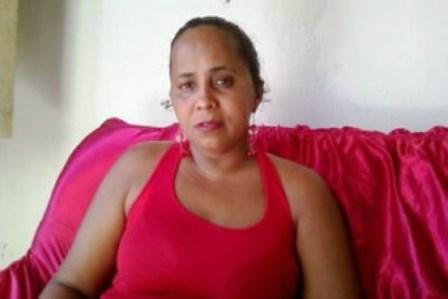 Jitaúna: Mulher dá surra em vereador com mangueira plástica