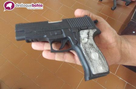 Menor tenta roubar sitio usando arma de brinquedo e é apreendido por funcionários