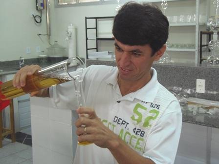 Gasolina comercializada em Brumado passa por testes de volumetria e dosagem de álcool e está dentro do permitido pela ANP