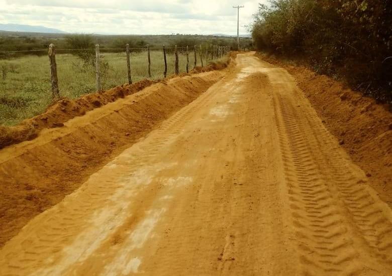 Malhada de Pedras: Estradas vicinais estão sendo recuperadas