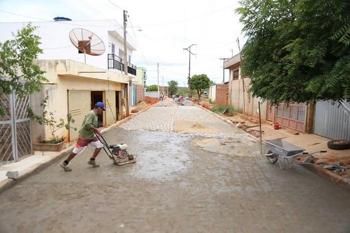 Prefeitura de Rio do Antônio realiza obra de pavimentação no Bairro Lagoa do Barro