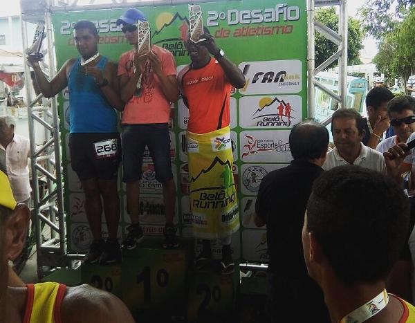 Brumadense conquista segundo lugar em competição de Belo Campo; atleta é destaque regional