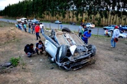 Duas pessoas ficam feridas em acidente automobilístico na BR-263, em Conquista
