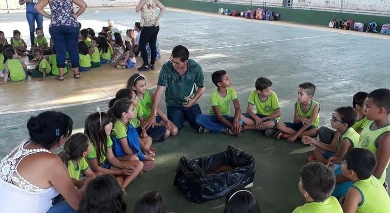 Ação ambiental com os alunos da Escola Miriam Meira comemora o Dia da Árvore