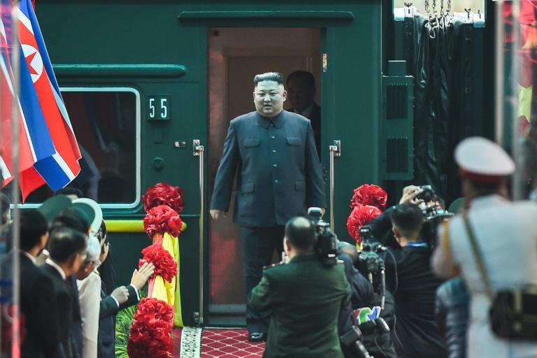 Kim Jong Un chega a Hanói para segunda reunião com Donald Trump