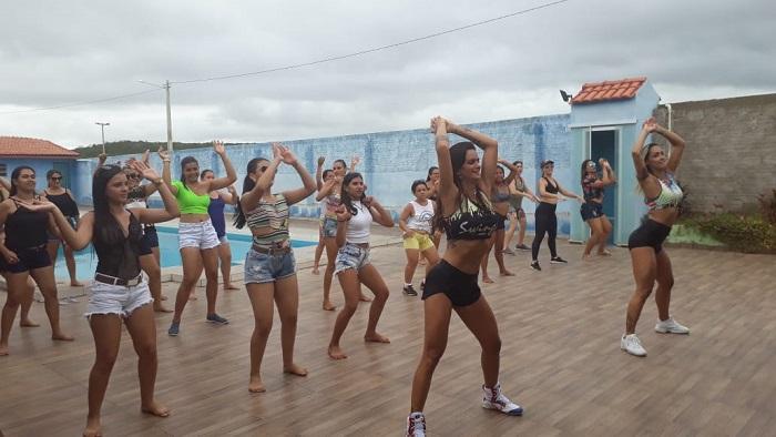"""Com participação do grupo """"Swingão das antigas"""" Prefeitura de Malhada de Pedras realizou evento em homenagem ao dia das mulheres"""