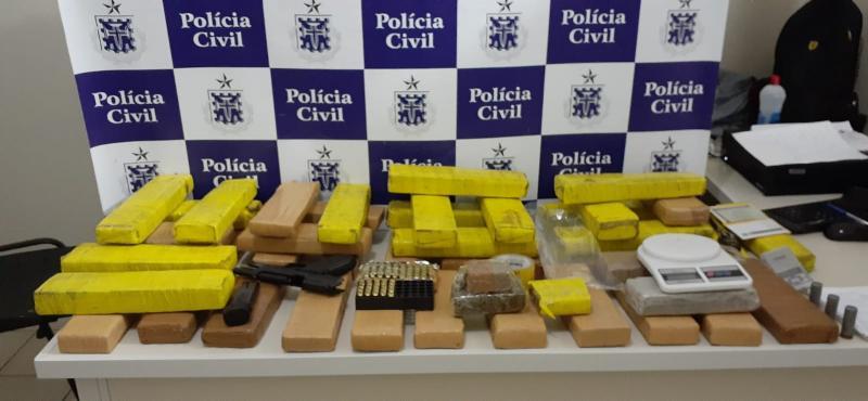 Vitória da Conquista: Arma da Polícia Civil do CE e 40 kg de maconha são encontrados em condomínio