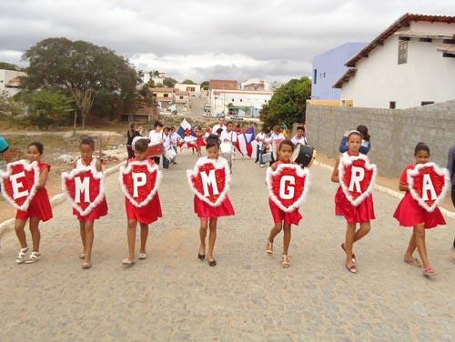 Usando a criatividade e material sucateados, escola comemora o a Independência do Brasil
