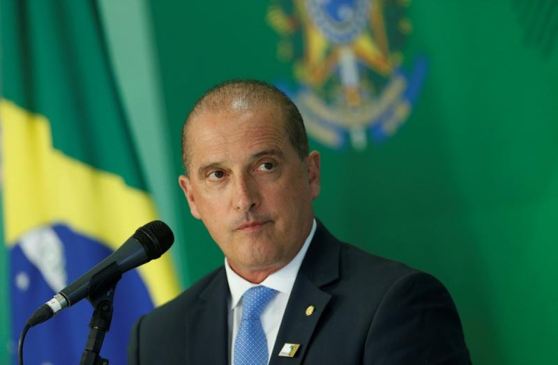 Bolsonaro editará MP ainda neste mês para permitir regularização de armas, diz Onyx