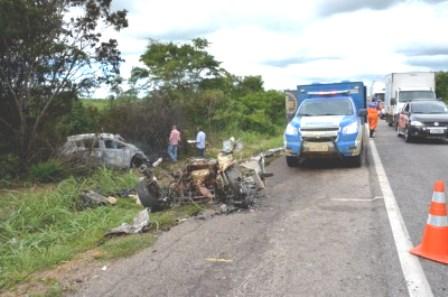Advogado e enfermeira morrem em acidente na BR-116