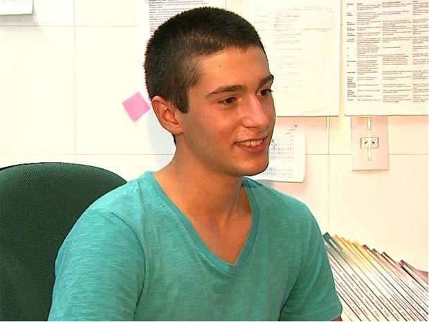 Aos 16 anos, estudante é aprovado em medicina em nove universidades
