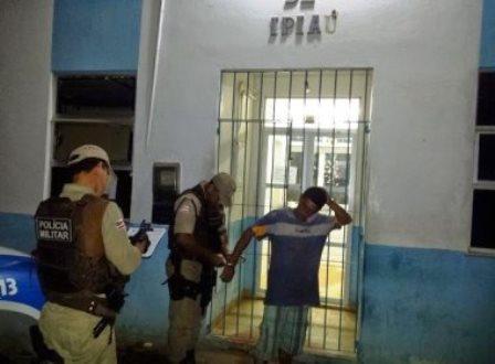 Ipiaú: Homem é preso por PM e solto por delegacia estar fechada