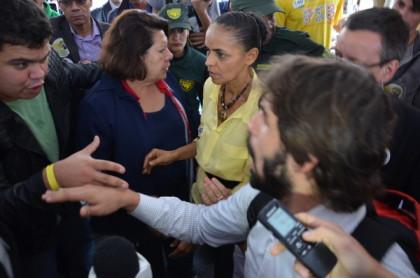 Eleições 2014: Alerta de desabamento de palanque e empurra-empurra irritam Marina