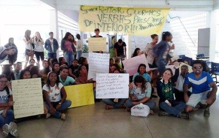 Alunos ocupam campus da UNEB em greve de advertência